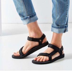 All black Teva sandals size 7 strap sandals velcro